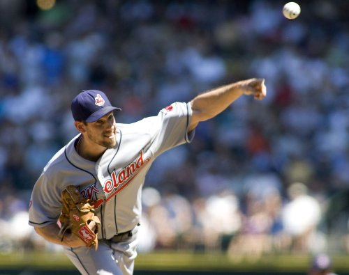 Indians send lefty Cliff Lee to Phillies