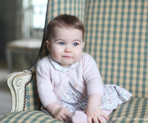 Kate Middleton shares photos of 6-month-old Princess Charlotte