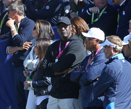 Hornets owner Michael Jordan smacks Malik Monk's head after technical