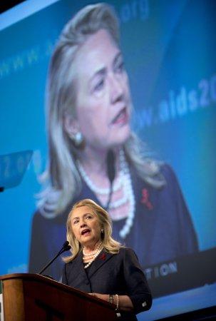 Hillary Clinton sings Senegalese praises