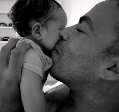 Ellen Pompeo welcomes baby girl via surrogate