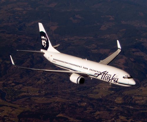 Passenger tries to open plane door during Alaska Airlines flight