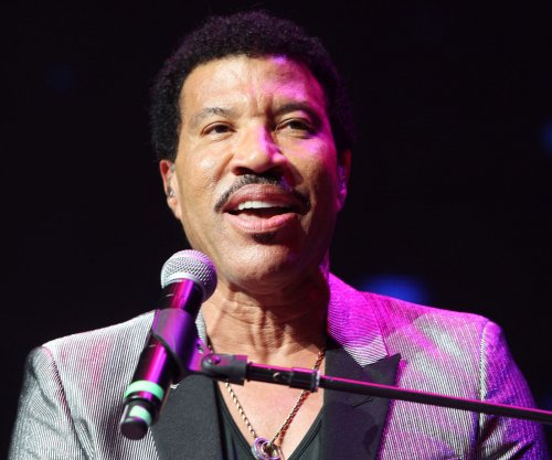 'American Idol': Lionel Richie, Charlie Puth in talks to join judges panel