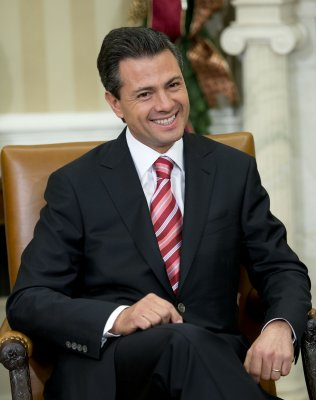 Mexico moves to open oil industry to outsiders