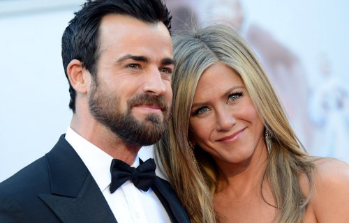 Justin Theroux, Jennifer Aniston have put off their wedding, report says