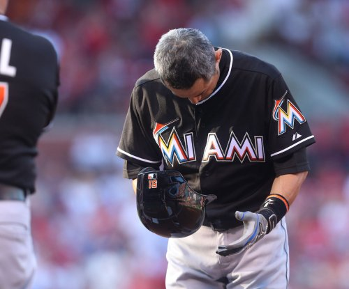 Miami Marlins re-sign OF Ichiro Suzuki
