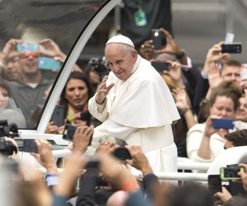 Kevin Smith declares Pope Francis a 'very hip cat' for his 'impressive and progressive' views