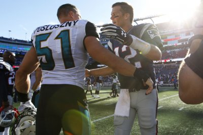 Jaguars scramble for LBs after Paul Posluszny injury
