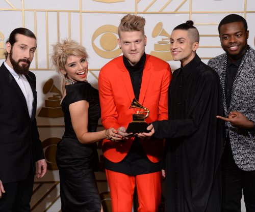 'Pentatonix Christmas Special' featuring Reba McEntire and Kelly Clarkson to air Dec. 14 on NBC
