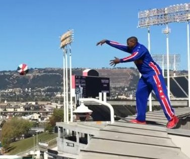 Harlem Globetrotter sinks shot from top of Oracle Arena in California