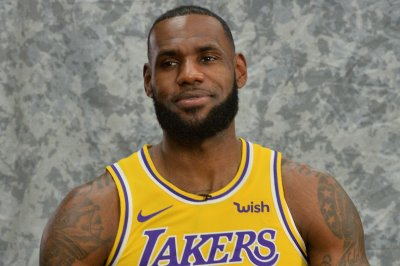 Lakers' LeBron James to make home debut against Rockets