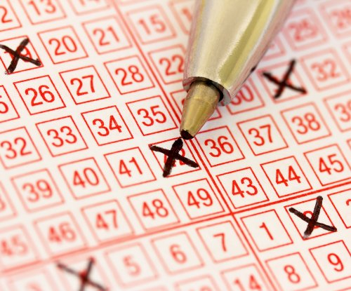 Woman wins $103,472 lottery jackpot while waiting for sandwich