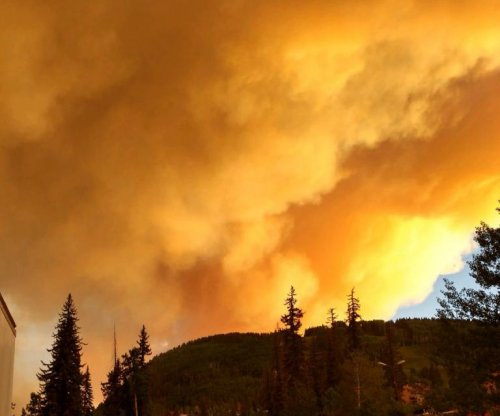 Homes, residents under threat from 6 wildfires in Colorado