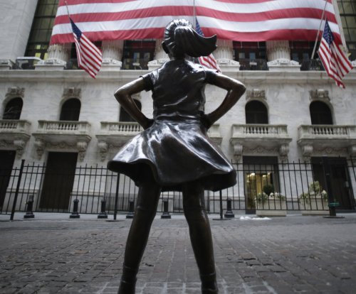 'Fearless Girl' artist faces lawsuit over selling replicas