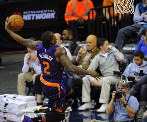 Morris' 35 lead Phoenix Suns over LeBron James, Cleveland Cavaliers