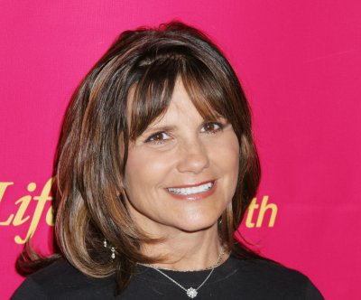 Lynne Spears jams to 'Toxic' in her car