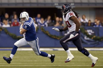 Jadeveon Clowney's pivotal play helps Houston Texans win against Indianapolis Colts