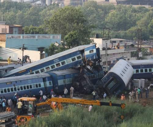 Trail derailment kills at least 23 in India