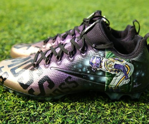 Stefon Diggs: Minnesota Vikings WR honors Randy Moss with custom cleats