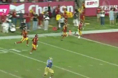 USC pulls off perfect decoy punt return for TD vs. UCLA