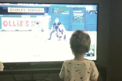 Yonder Alonso shares video of toddler son celebrating grand slam