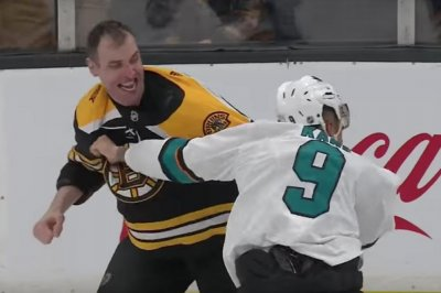 Hockey fight: Bruins' Zdeno Chara hooks headshots on Sharks' Evander Kane