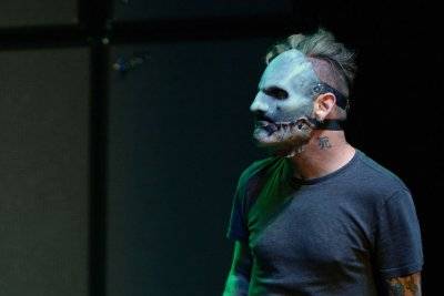 Slipknot singer Corey Taylor 'okay' after hard fall during Atlanta show