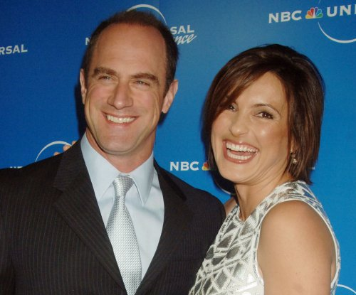 'Law & Order: SVU's' Christopher Meloni, Mariska Hargitay reunite in holiday selfie