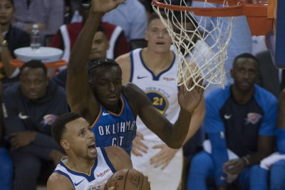 Stephen Curry leads Warriors past Thunder in season opener