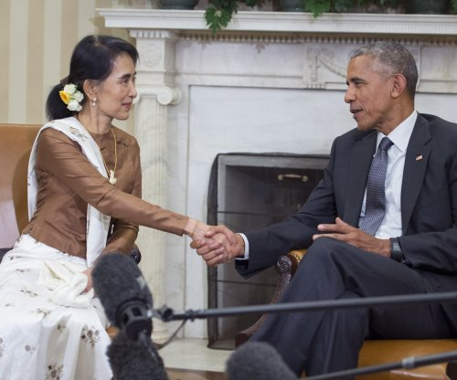 Obama meets Myanmar leader, says U.S. ready to lift 1997 sanctions 'soon'