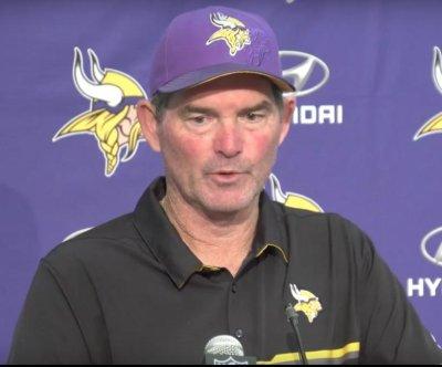 Minnesota Vikings pound Carolina Panthers, hit 3-0
