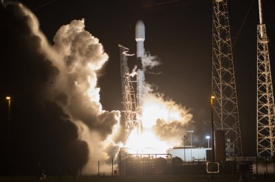 SpaceX plans two Starlink satellite launches on consecutive days