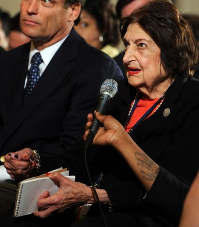 Helen Thomas returns to journalism