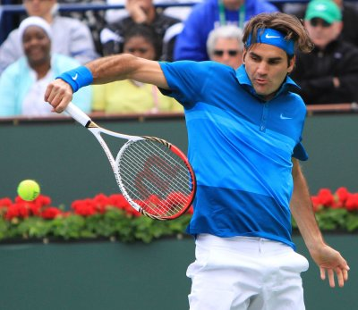 Federer picks up record win at French Open