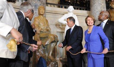 Obama dedicates Rosa Parks statue