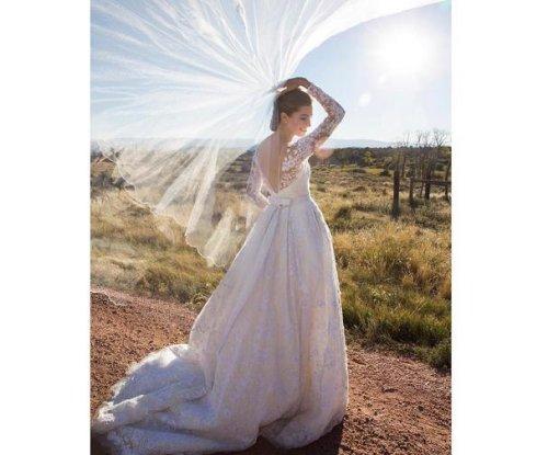 Allison Williams shares new luxury wedding photo