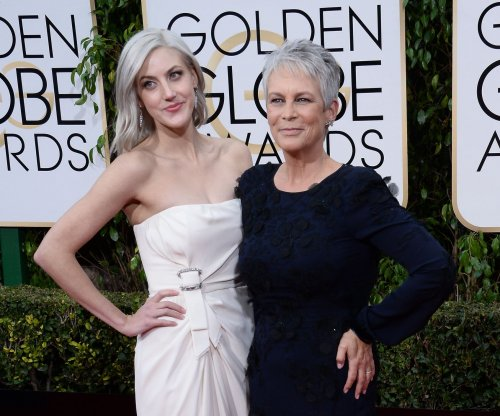 Jamie Lee Curtis brings daughter Annie to Golden Globes