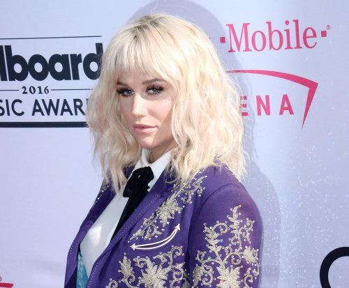Kesha cover's Bob Dylan's 'It Ain't Me' at Billboard Music Awards, receives standing ovation