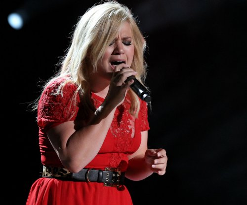 Kelly Clarkson releases new single 'Heartbeat Song'