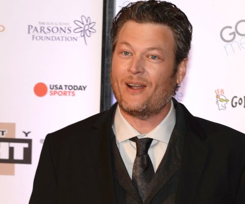 Blake Shelton wants to 'end up hooking up' with Rihanna