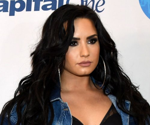 Demi Lovato to offer free counseling to fans on tour
