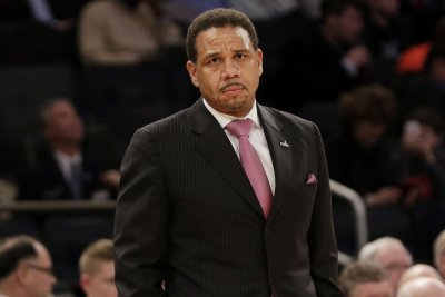 Ed Cooley rejects Michigan to stay at Providence