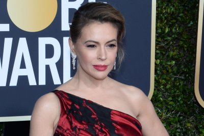 Alyssa Milano says she had COVID-19: 'I thought I was dying'
