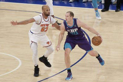 Hornets' Cody Zeller to miss at least four weeks following hand surgery