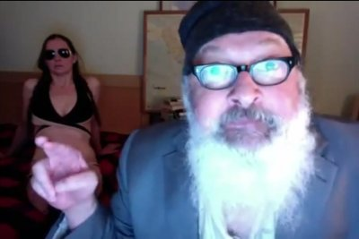 Randy Quaid posts bizarre YouTube rant threatening Rupert Murdoch