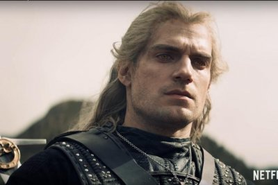 'The Witcher': Henry Cavill flirts and fights in new trailer