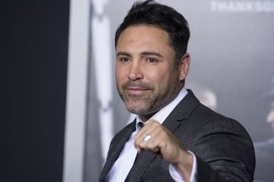 Boxer Oscar De La Hoya gets the boot on 'Masked Dancer'