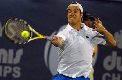Gil opens Gstaad open with upset win