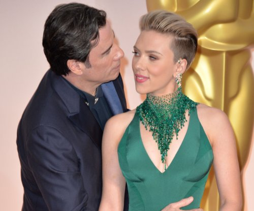 Scarlett Johansson gets unexpected kiss from John Travolta at the Oscars