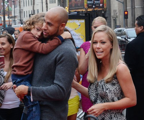 See Kendra Wilkinson, Hank Baskett arrive at 'Marriage Boot Camp'